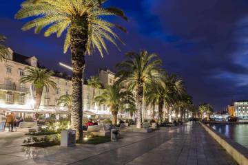 La ciudad de Split por la noche